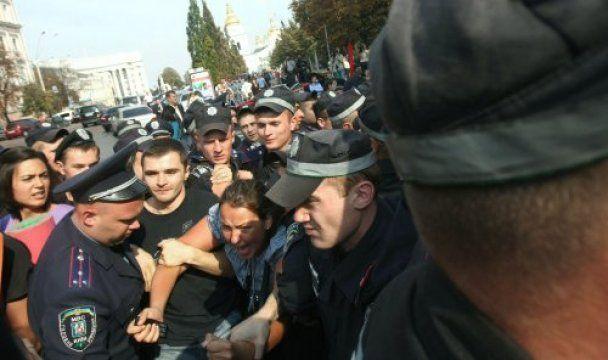 Міліція відпустила 4 затриманих на мітингу проти Табачника студентів