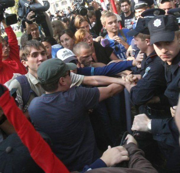 Милиция отпустила 4 задержанных на митинге против Табачника студентов