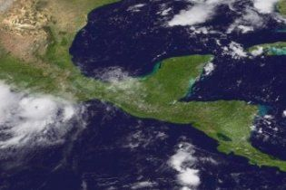 """Біля берегів Мексики набирає силу ураган """"Хіларі"""""""