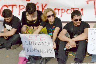 У центрі Києва студенти знову б'ються з беркутівцями