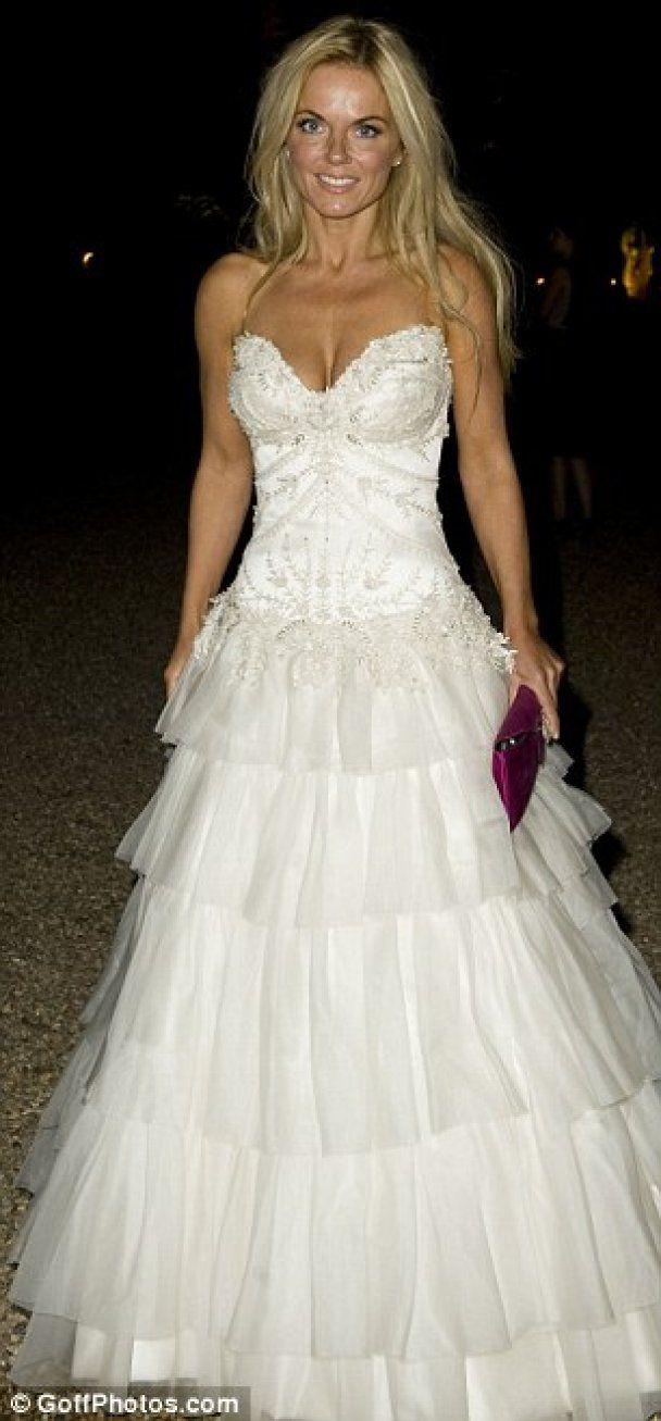 Джері Холлівел вдягнула весільну сукню на благодійний вечір