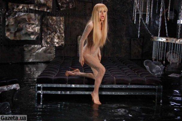 Сергей Зверев смотрел, как блондинка ласкает свои бедра (фото)