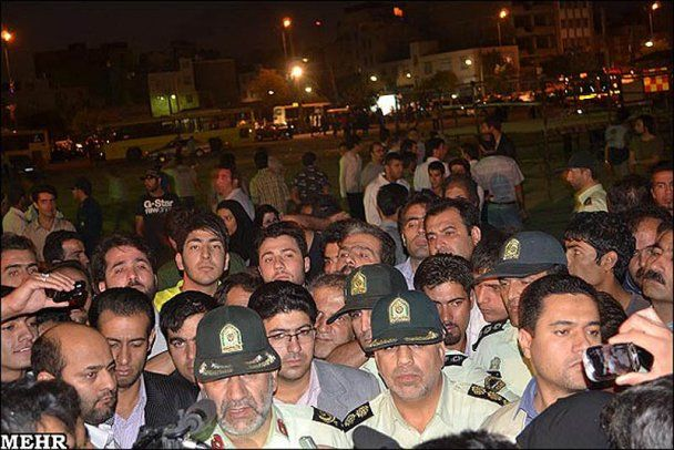 В Иране публично повесили подростка (шокирующие фото)