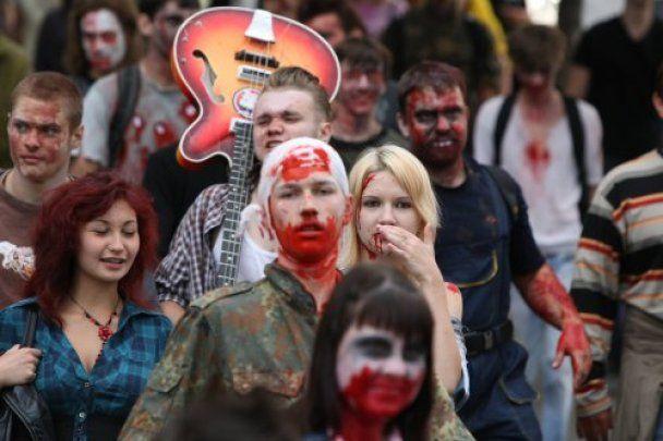 """В Киеве провели первый """"кровавый"""" парад зомби"""