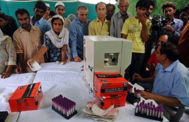 В Пакистане москиты заразили страшной лихорадкой 10 тыс. человек