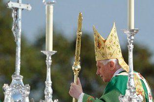 На месі Папи Римського невідомий вимагав показати Ісуса і спалив Біблію