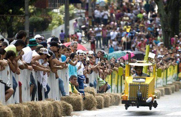 Безумные гонки на тарантасах провели в Колумбии