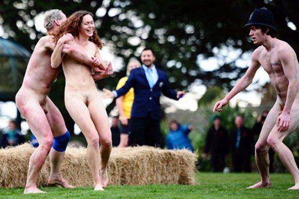 У Новій Зеландії вампіри голяка грали в регбі