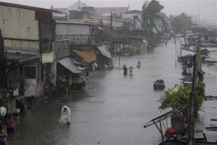 Тайфун Несат вбив на Філіппінах вже 35 осіб і прямує до Гонконгу