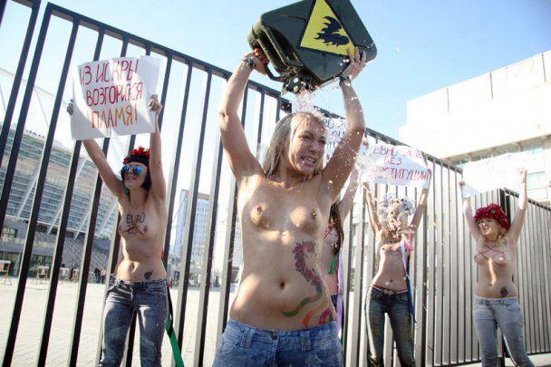 FEMEN влаштував в Києві топлес-акт самоспалення