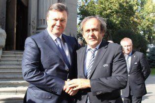 Платіні похвалив Януковича за успішну підготовку до Євро 2012