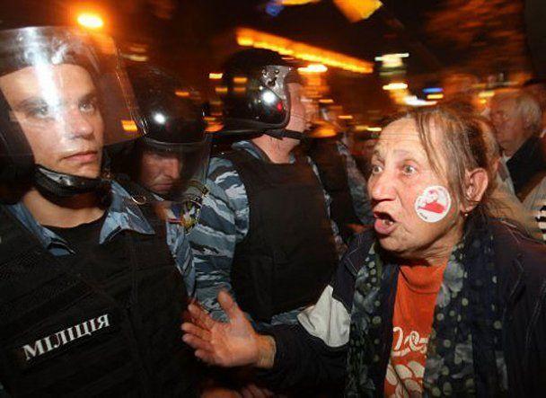 """Жорстока бійка між """"Беркутом"""" і прихильниками Тимошенко"""