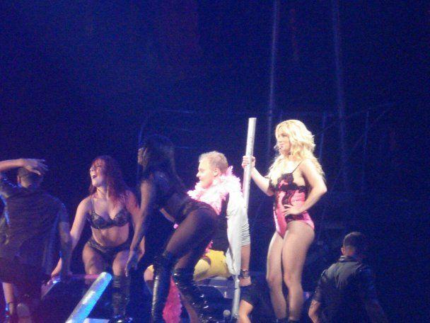 Горячая Бритни соблазнила украинского мачо прямо на сцене (видео)