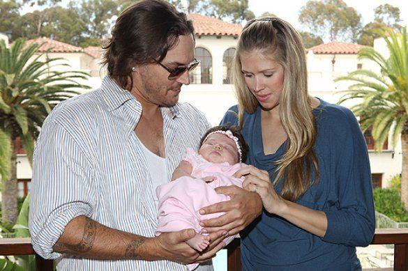 Кевін Федердайн і його дівчина Вікторія Прінс показали дочку _2