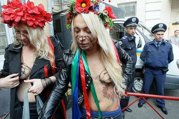 Акція FEMEN перед Печерським судом_16
