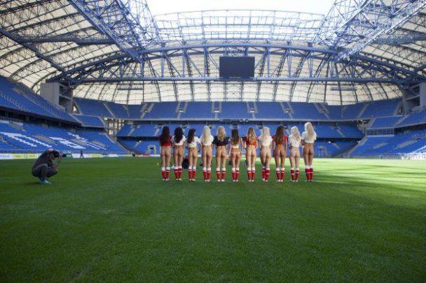 Відверта фотосесія дівчат  Playboy на арені Євро-2012