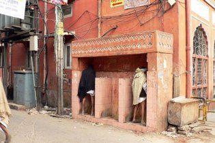 Більше півмільярда жителів Індії не мають туалетів