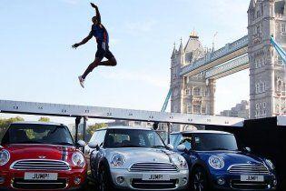 Британский прыгун уникальным методом готовится к Олимпиаде-2012 (видео)