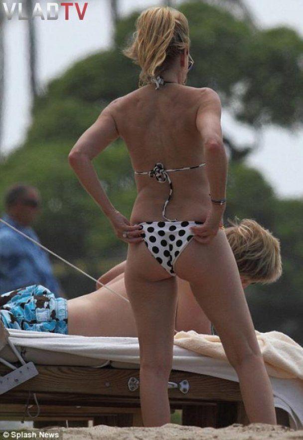 50-летняя Хизер Локлир в бикини похвасталась роскошным телом