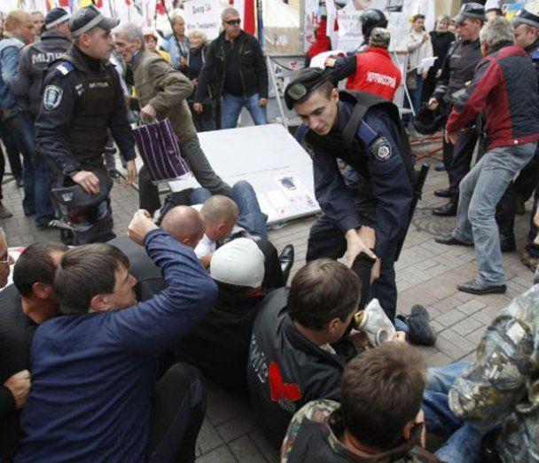 "Прихильники Тимошенко атакували ""Беркут"" на Хрещатику"