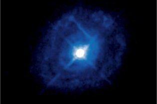 """Вчені знайшли в космосі """"короновану"""" чорну діру"""