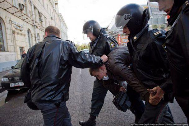 В центре Москвы националисты забросали геев помидорами (фото)