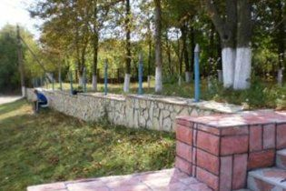 В Винницкой области вандалы похитили ограды братской могилы