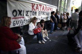 Правительство Греции уволит 30 000 госслужащих