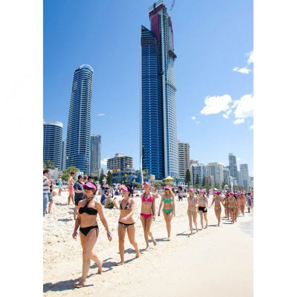 Самый большой бикини-парад в мире прошел в Австралии