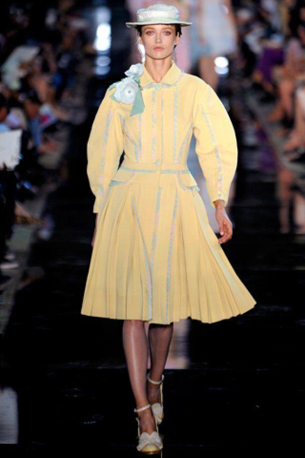 Неделя моды в Париже: полуголые модели в кружевах от Гальяно