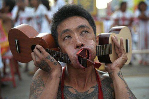 Девять дней крови и мяcа на фестивале в Таиланде