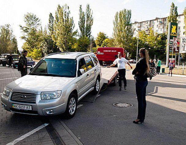 Сотрудники АЗС перепутали бензин с дизтопливом и сломали 35 машин