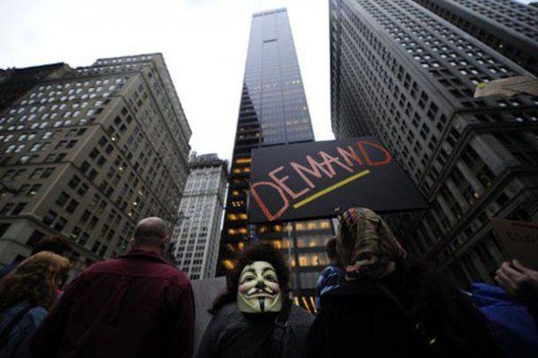 """В Нью-Йорке провели марш """"корпоративных зомби"""""""