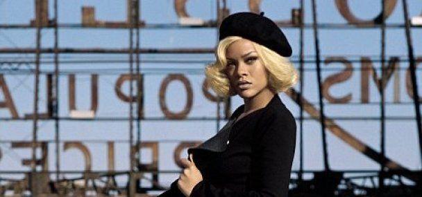 Платиновая блондинка Рианна посоревновалась с ретро-дивами