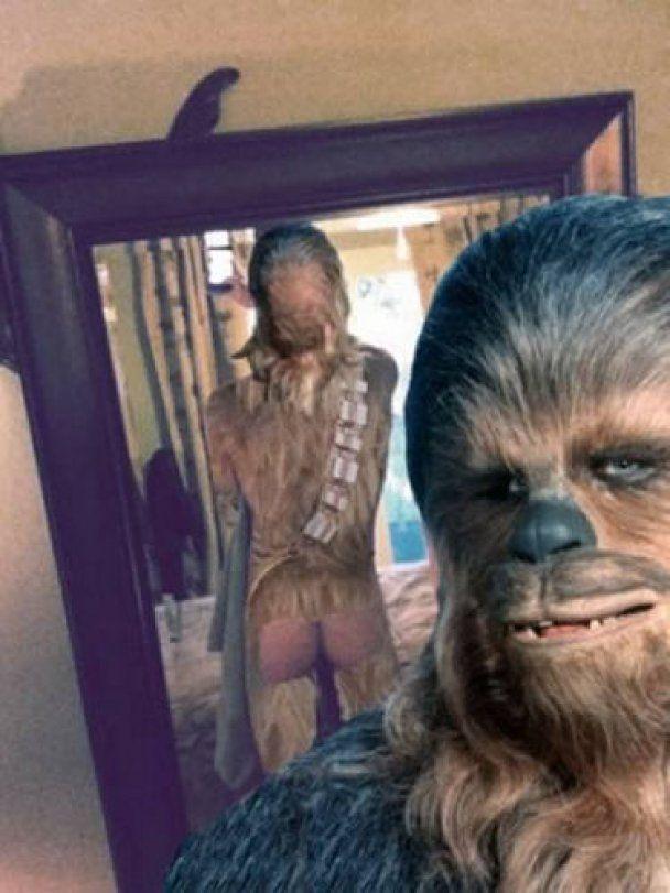 Прихильники Скарлетт Йоханссон знімають труси і фотографуються у дзеркалі