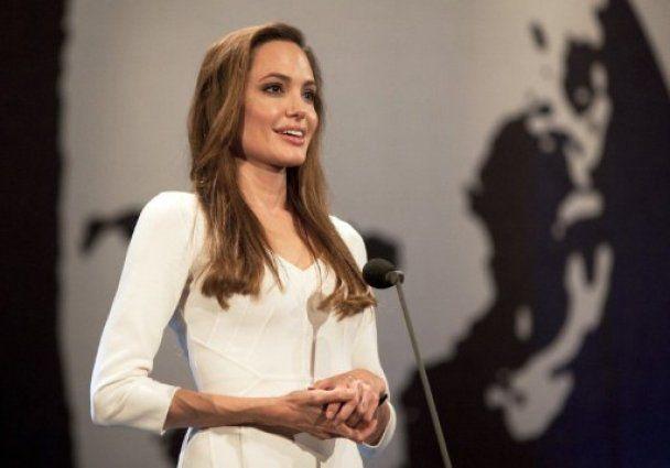 Анджелина Джоли в ООН сорвала шквал аплодисментов за беженцев (видео)
