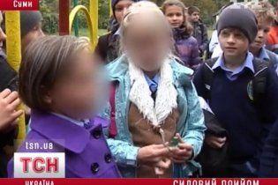 Школярі про побиття депутатом 11-річного хлопця: пхнув і почав забивати ногами