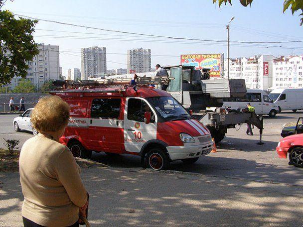 У Севастополі стріла крана впала на дах маршрутки