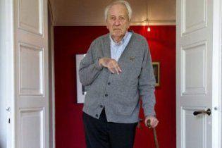 Нобелевскую премию по литературе получил шведский поэт