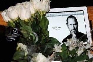 Стива Джобса похоронят как буддиста