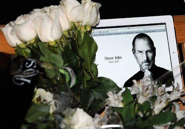 Мільйони фанатів прощаються з Джобсом: iHeaven, iClouds, iSad