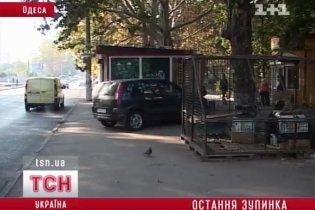В Одесі позашляховик влетів у натовп людей на зупинці