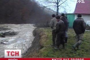 На Закарпатті з жахом очікують дощів: до паводків ніхто не готовий