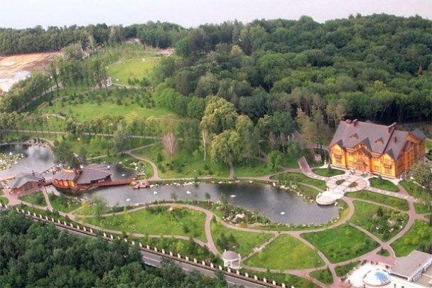 """Опубліковані унікальні фото """"Межигір'я"""" Януковича"""