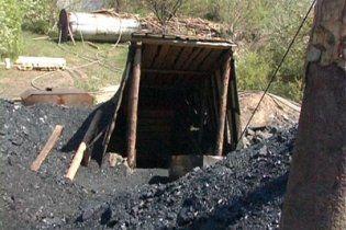 На Донеччині біля копанки знайшли 3 тіла без ознак насильницької смерті
