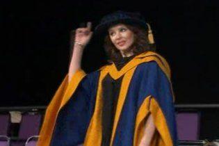 Кайли Миноуг получила ученую степень по медицине