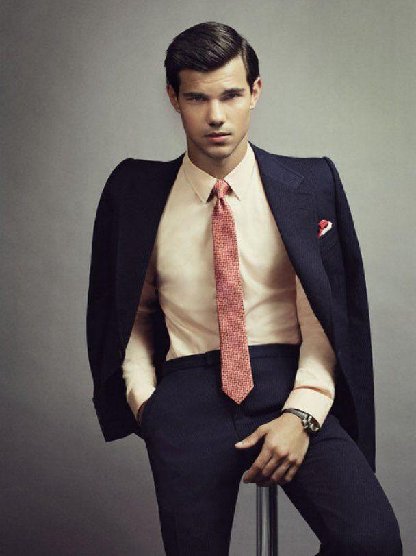 """Перевертень із """"Сутінок"""" Тейлор Лотнер приміряв костюм і краватку"""