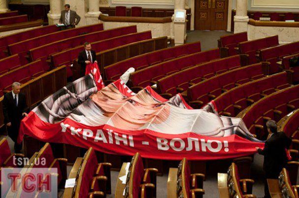 Литвин у Раді говорив про паркан, а Тігіпко - про досягнення уряду