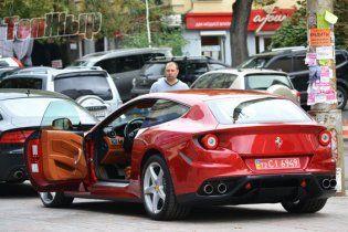 У Києві за день продали три Ferrari за мільйон доларів
