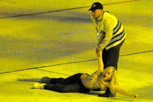 """На открытии """"Олимпийского"""" не обошлось без обнаженных грудей FEMEN"""